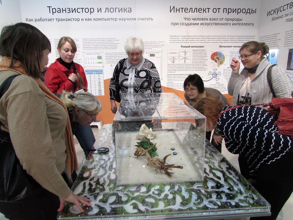2 Учителя в музее Кварки